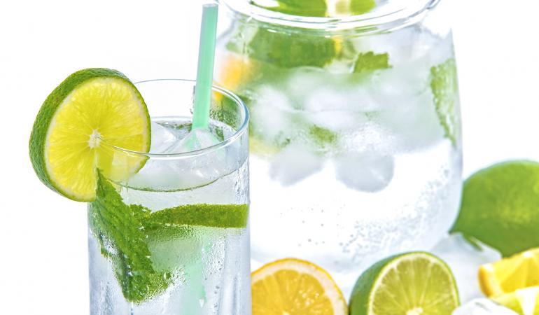 Warm weer? Laat uw werknemers voldoende drinken.